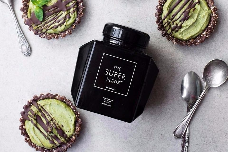 The Super Elixir: Elle Macpherson's Superfood Powder May Be Worth the Splurge!