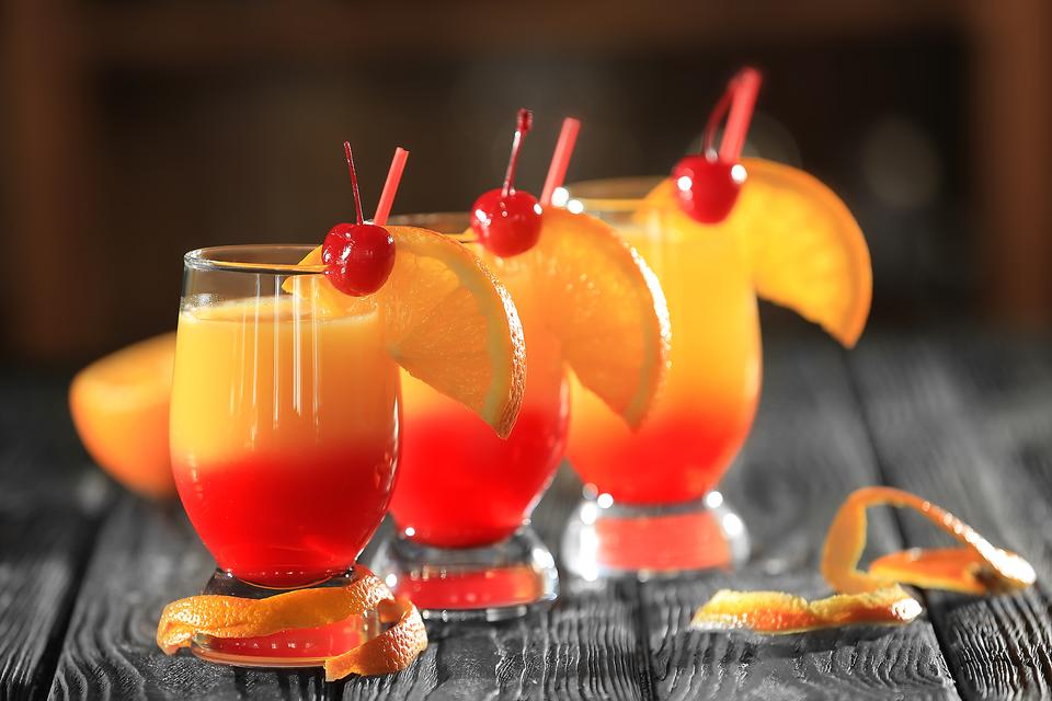 Tequila Sunrise Cocktail: How to Make This Oldie-But-Goodie!