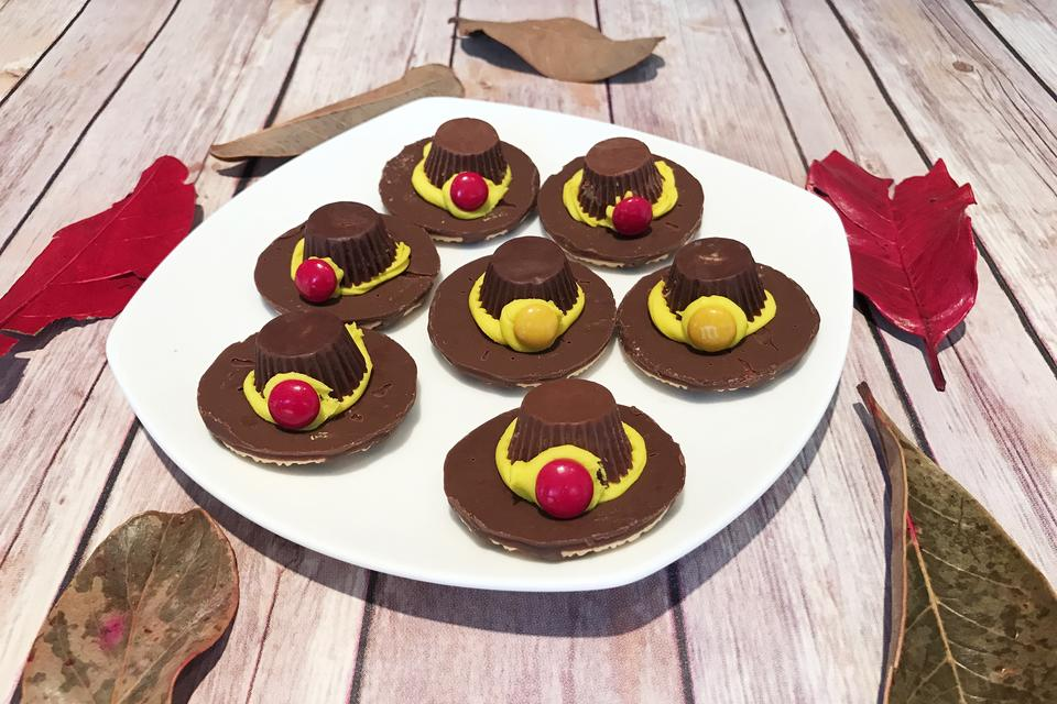 Thanksgiving Day Treats: How to Make Easy Pilgrim Hat Cookies!