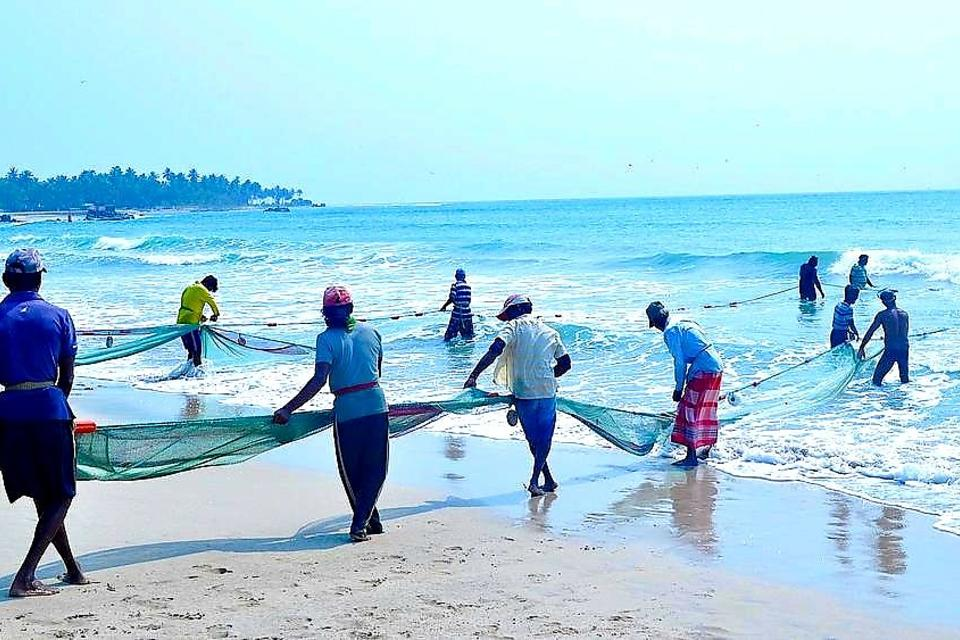 The Spirit of Sri Lanka: A Peek Into the Weekly Fishing Tradition of Sri Lankan Locals