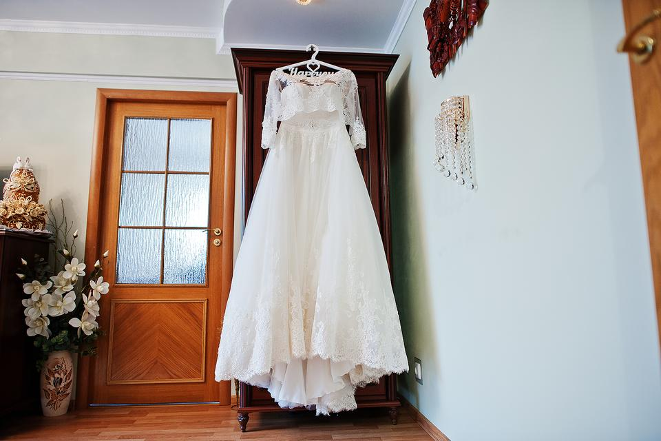 Wedding Memorabilia: Clutter-free Ways to Handle Your Wedding Dress, Flowers & More!