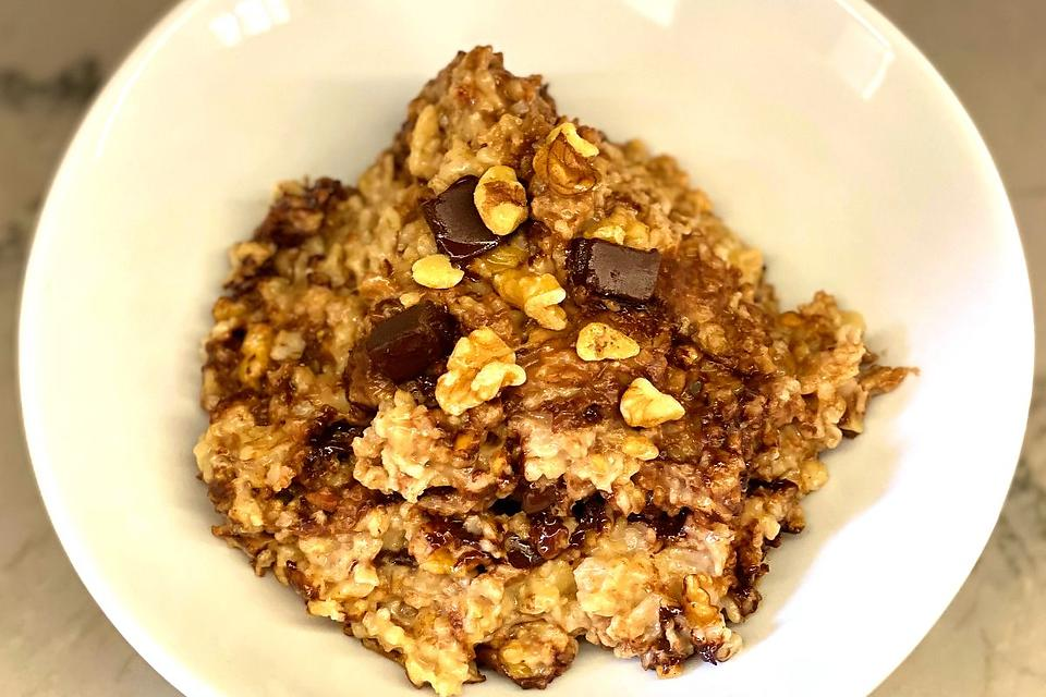 This Easy Peanut Butter Chocolate Chip Oatmeal Recipe Is Like a Delicious Dessert for Breakfast