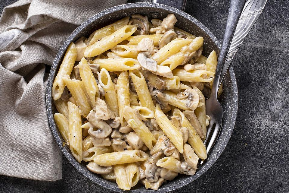This Penne Pasta With Bacon & Mushrooms Recipe Couldn't Be Any Better If It Tried