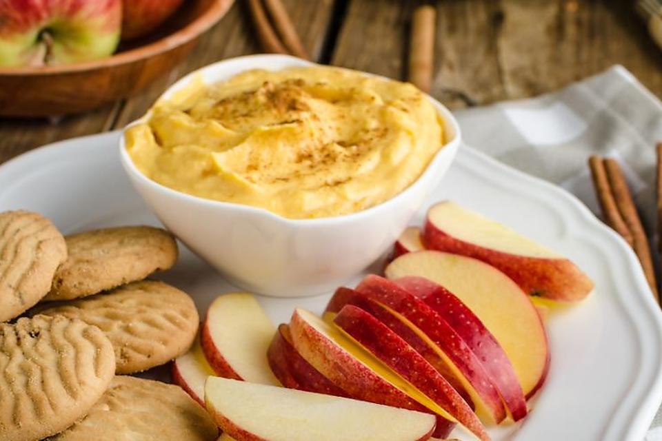 Pumpkin Cream Cheese Dip Recipe: This Creamy Pumpkin Dip Recipe Is a Must This Fall