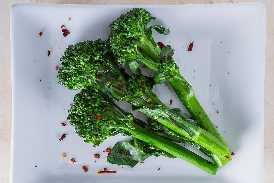 This Spicy Broccolini Recipe Will Have Your Taste Buds Ready to Wok & Roll in 10 Minutes