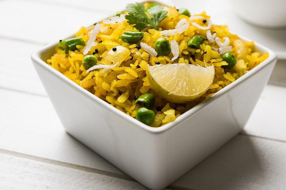 This Turmeric Rice Recipe With Peas & Lemon Is a Healthy & Easy Side Dish