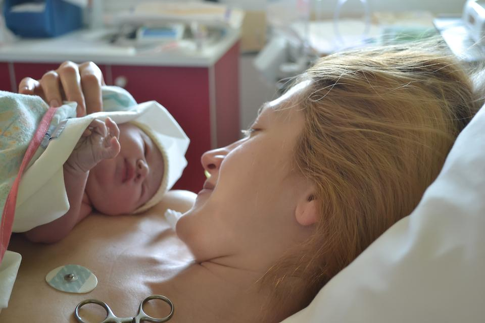 When You See Your Newborn for the First Time: 13 Honest Stories for Parents-to-Be
