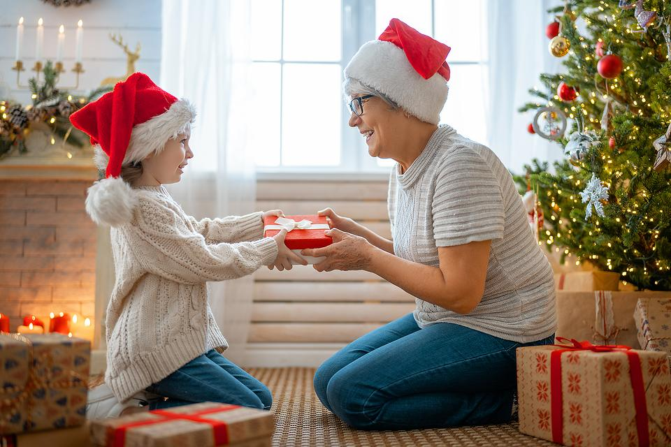 'Tis the Season Christmas Poem: Remembering the Wonderful Things That Make the Holidays Special