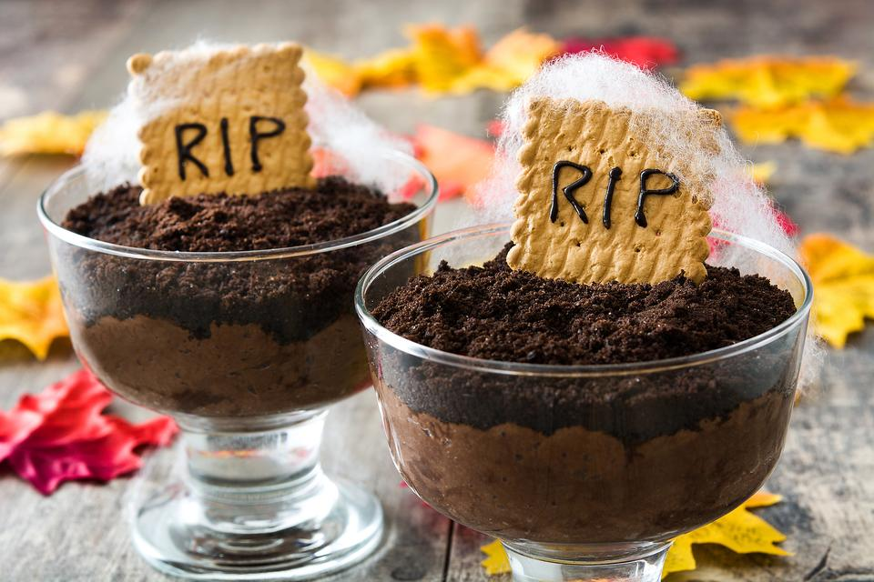 Halloween in a Hurry: How to Make Tombstone Chocolate Pudding Cups!