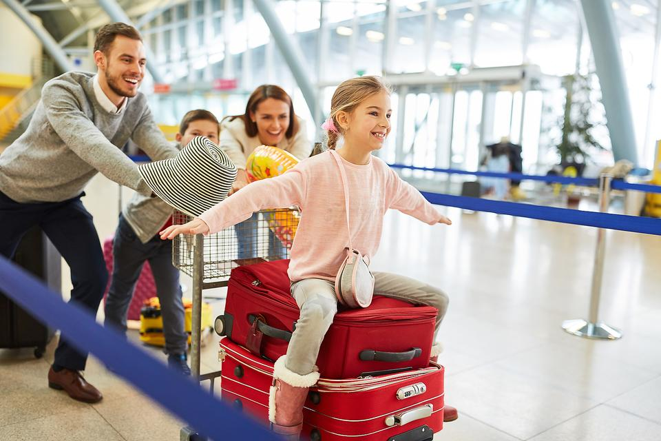 Traveling With Children: 4 Tried & True Tips for Stress-free Family Travel  With Kids | Traveling With Kids | 30Seconds Travel