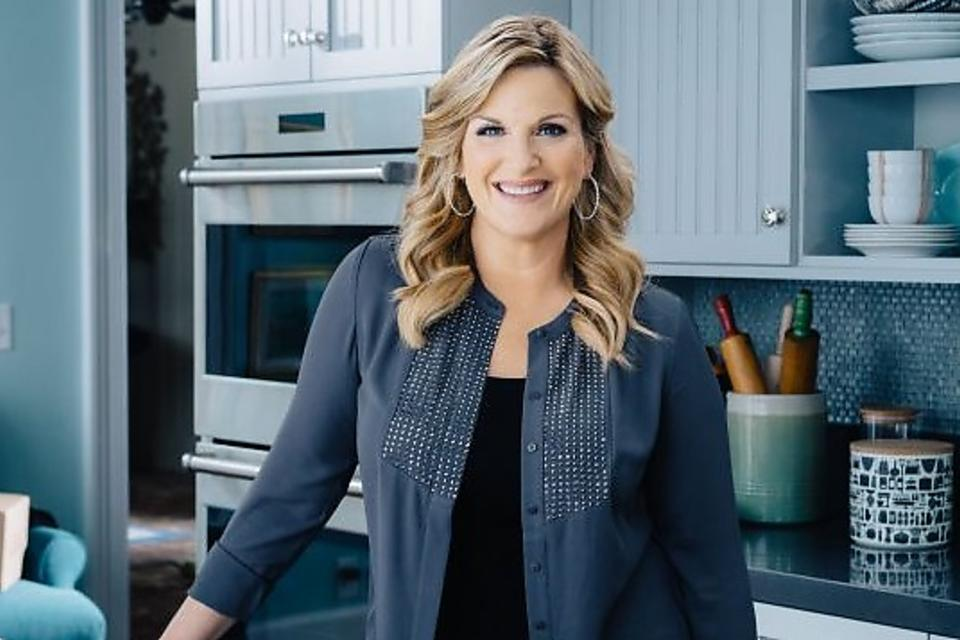 "Trisha Yearwood Dishes on the Food Network's ""Tricia's Southern Kitchen,"" Hubby Garth Brooks & Super Bowl® Snacks!"