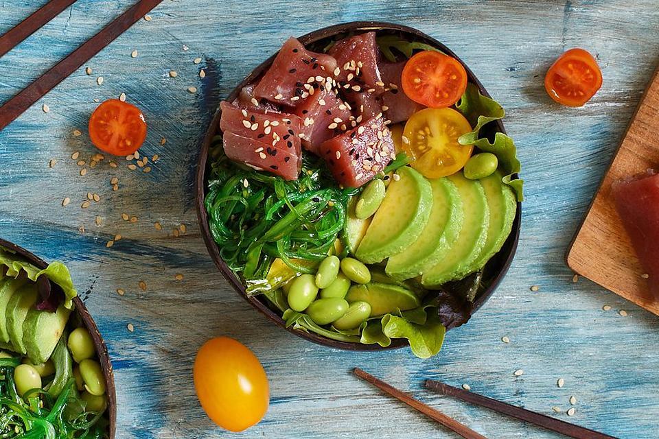 No-Cook Recipes: This Tuna Poke Bowl Recipe With Tamari-Mirin Sauce Is a Cool Dinner Idea