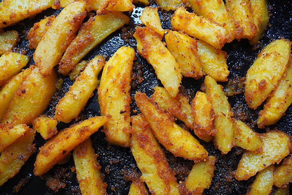 Turmeric French Fries Recipe: This Oven-Baked Turmeric & Curry French Fries Recipe Is a Creative Way to French Fry
