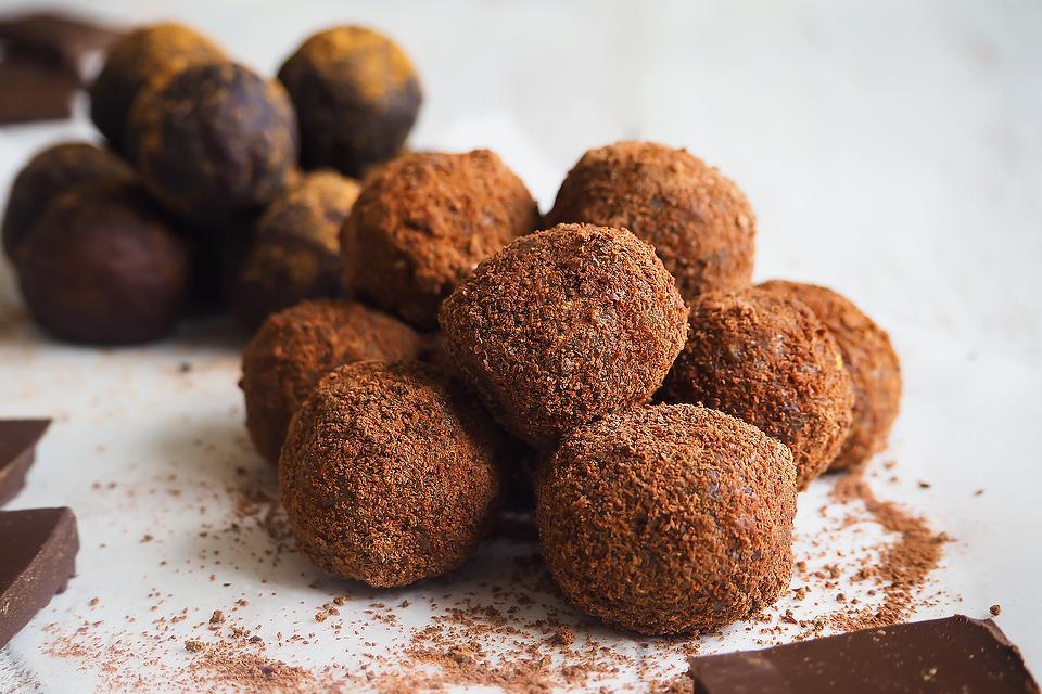 Turmeric & Manuka Honey Energy Balls Recipe: A Healthy 2-Ingredient No-Bake Energy Snack Recipe