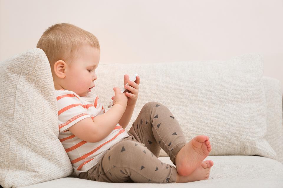 Wait Until 8th Pledge: 11 Reasons Parents Shouldn't Wait to Take This Pledge About Kids & Smartphones!