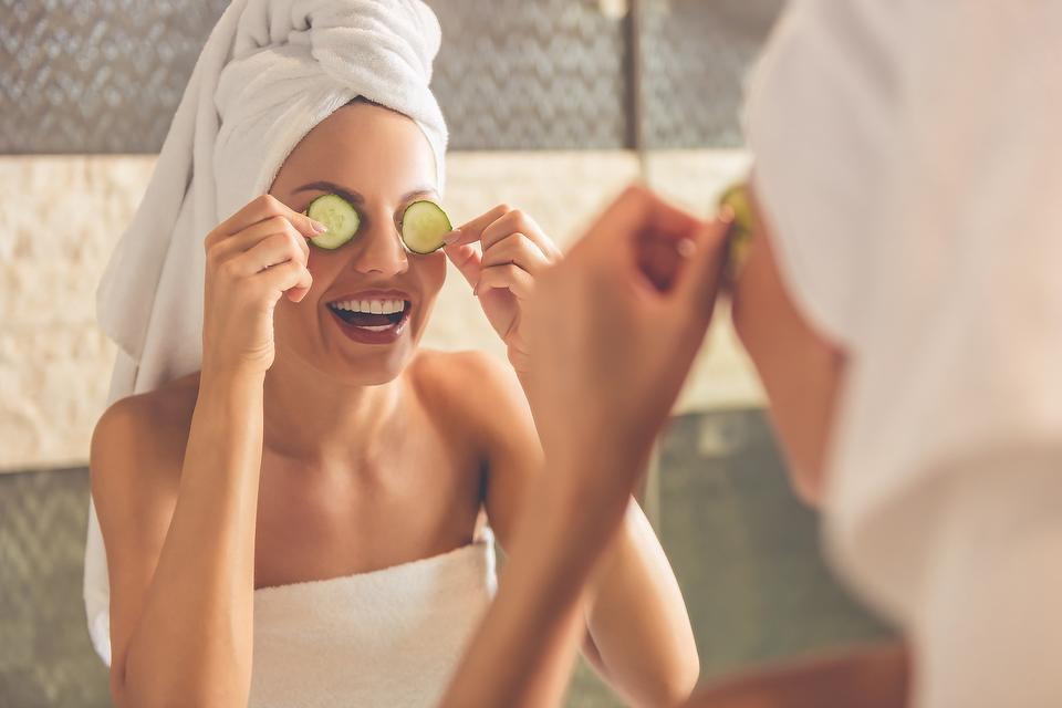 Got Puffy Eyes? Eye Tricks & Beauty Products to Help De-Puff & Brighten!
