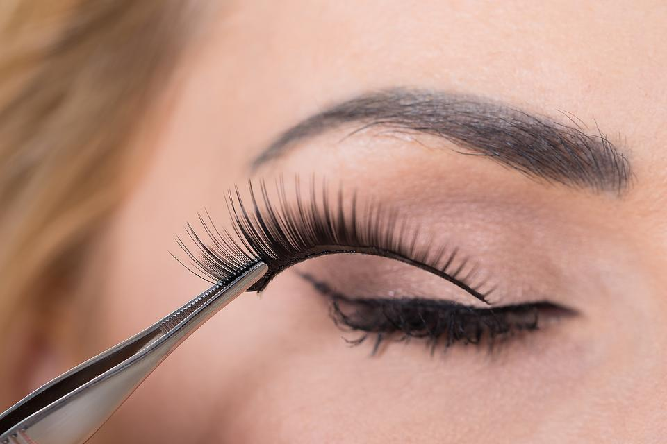 Fake Eyelashes Heres How To Put Em On Its Easy Makeup