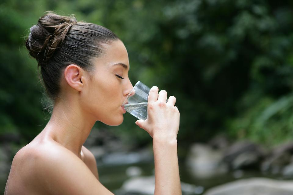 What's In Your Water? How ​Chlorine, Calcium & Hard Water Minerals Affect Sensitive Skin