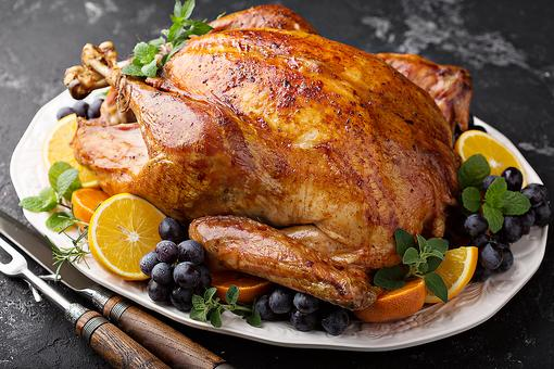 10 Best Turkey Roasters for Thanksgiving That Will Cook Your Turkey to Perfection