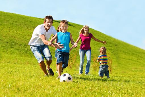 10 Family-friendly Activities to Play With Kids at the Park!