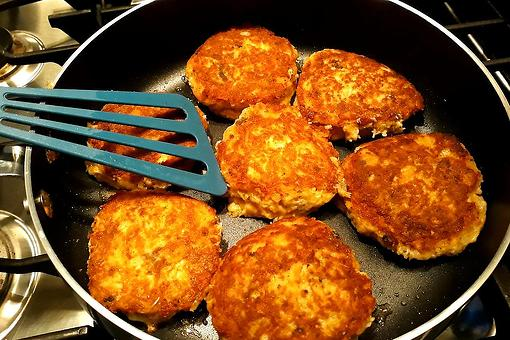 10-Minute Salmon Patties Recipe: Grab That Nonstick Pan & Make This Cheesy Salmon Cakes Recipe