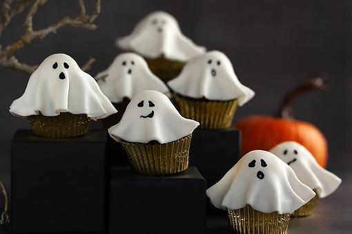 15-Minute Peanut Butter Cup Ghosts: How to Make Halloween Candy Ghosts in Minutes