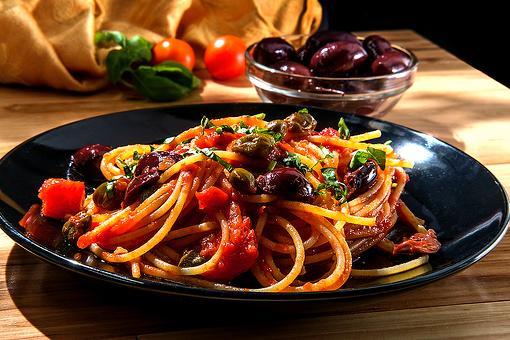 20-Minute Spaghetti Alla Puttanesca Recipe: An Italian Pasta Recipe With an Interesting Story to Tell