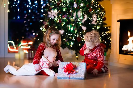 4 Tips to Protect Young Kids When Unwrapping Christmas Gifts
