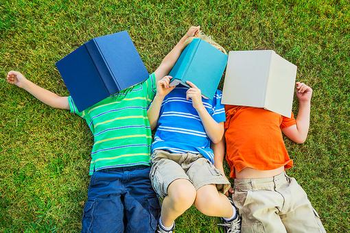 4 Ways to Foster a Love of Reading in Children!