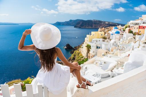 Want to Travel? 5 Benefits of Traveling Nationally or Abroad From World Traveler Lonnell Williams!
