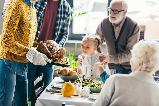 Holiday Hostess: 5 Easy Ways to Make Your Holiday Meals Less Stressful