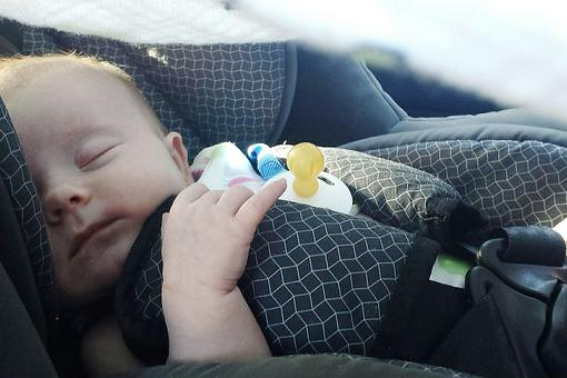 5 Foolproof Sleep Tips for Traveling This Holiday Season With a Newborn, Infant or Toddler