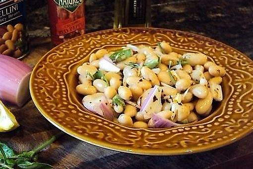 5-Minute White Bean Salad Recipe: This Healthy Cannellini Bean Salad Recipe Is Filled With Fiber & Protein