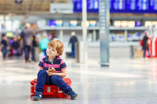 6 Ways to Keep Your Sanity When Flying With Kids!