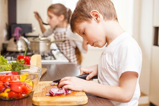 7 Ways to Put Your Kids to Work This Summer (Make 'Em Earn It)!