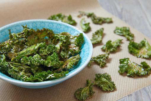 How to Make Baked Kale Chips: A Healthy Snack Alternative!