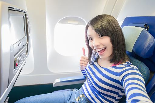 "Air Travel & Dry Skin: 5 Foods to Help Defy the Post-Flight ""Dehydration Face"""