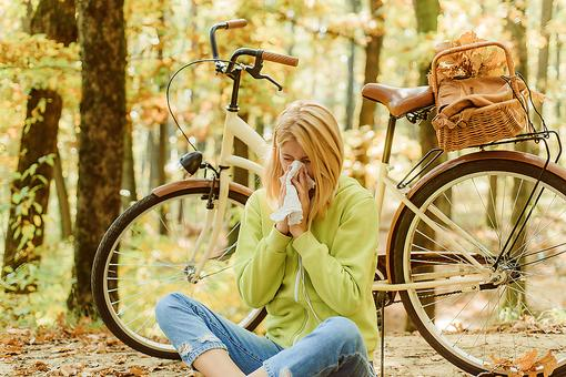 Allergies or Coronavirus? How to Tell the Difference Between Seasonal Allergies & COVID-19 Symptoms
