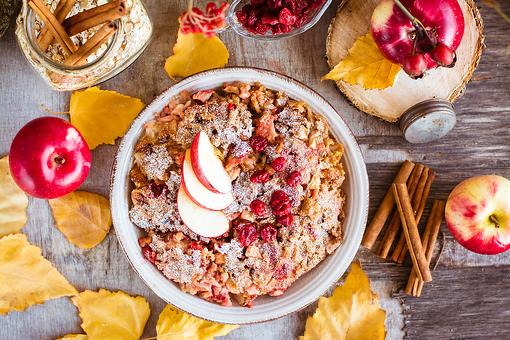 Apple Pie Oatmeal Recipe: This Healthy Apple Cranberry Oatmeal Recipe Is a Slow Cooker Fall Fave