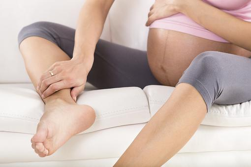 Here's Why Some Moms-to-be Have Swelling During Pregnancy!