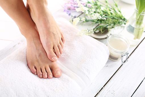 Are Your Dry, Cracked Feet Driving You Crazy? Here's a Simple DIY Remedy for Dry Skin
