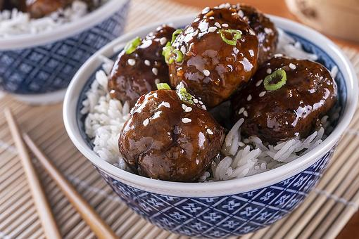 20-Minute Baked Meatballs Recipe in a Flavorful Asian Sauce Is Dinner Fast
