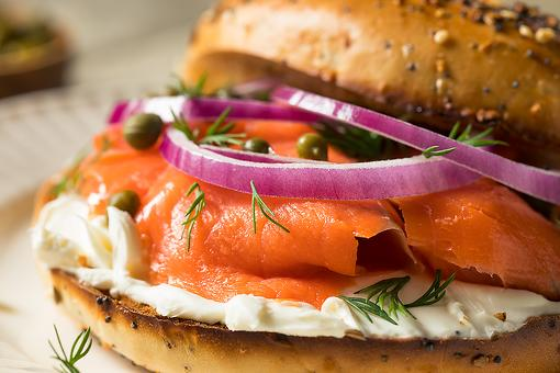 Lox Sandwich Recipe: This Smoked Salmon, Cream Cheese & Capers Sandwich Is an Easy, Delicious Way to Eat Lox