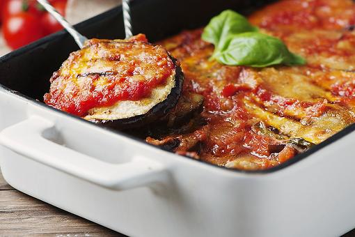 Baked Eggplant Parmesan Recipe: This Eggplant Parmesan Recipe Is So Good No One Will Miss the Meat