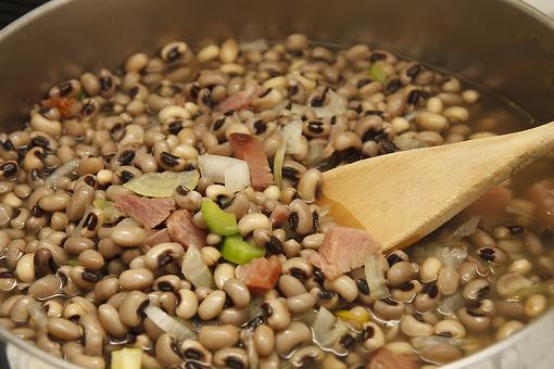 Easy Black-eyed Peas Recipe: Add a Little Country to Your Cookin' With This Slow-cooker Black-eyed Peas With Ham Recipe