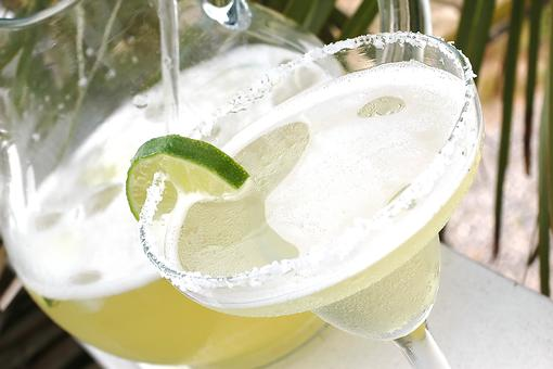 Make Blended Margaritas in Minutes: Grab Your Blender & Watch This!