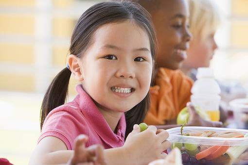 Kids With Food Allergies: 7 Tips to Keep Them Safe at School