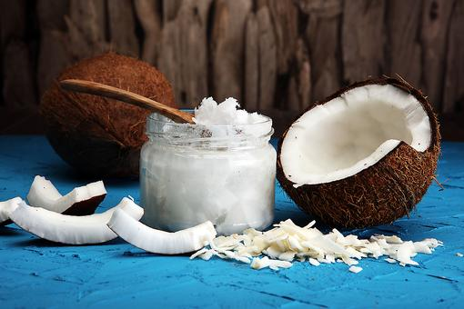 Coconut Oil: Here Are 5 Reasons This Natural Oil Should Be in Your Pantry!