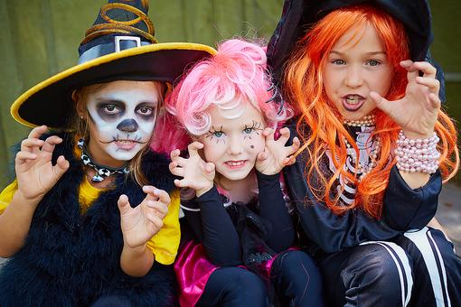 Costume Swap: Halloween Costume Ideas to Go From Orange to Green This Halloween!