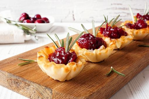 10-Minute Holiday Appetizers: This Easy Cranberry & Brie Fillo Shell Appetizer Recipe Looks & Tastes Like the Holidays